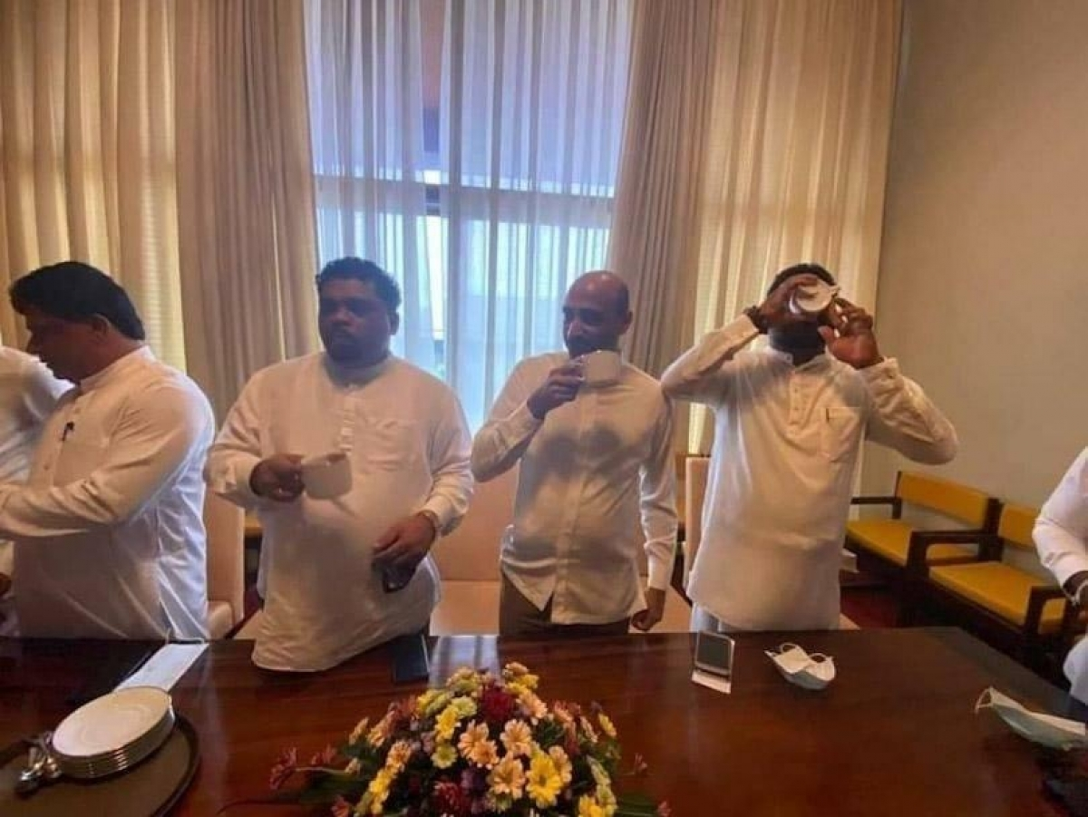 "Piyal Nishantha Who Was Among Group Of Government MPs Who Publicly Consumed ""Dhammika Peniya"" Tests Positive For COVID19"